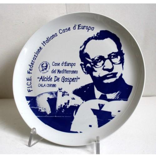 PIATTO IN CERAMICA FICE ALCIDE DE GASPERI CALA CORVINO MONOPOLI CASE D'EUROPA