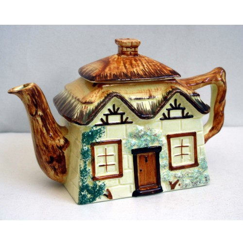 TEIERA COTTAGE TEAPOT IN CERAMICA KEELE ST. POTTERY STAFFORDSHIRE ENGLAND